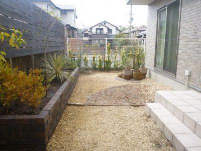 花壇のレンガ積みと生け垣作り|庭をかっこよくして欲しい 京都府八幡市