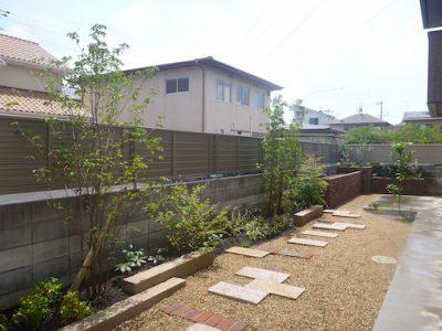 花壇完成後の庭